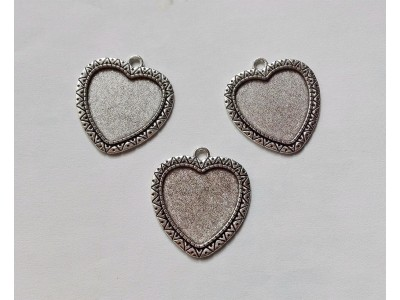 1305 Метална основа сърце 1 бр.
